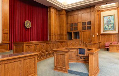 Jak wybrać dobrego prawnika?